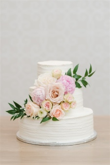 Romantic_Blush_Wedding_Flowers_Garden_Wedding_Chattanooga_Wedding_Florist_Lang_Floral_Designs_Cake_1
